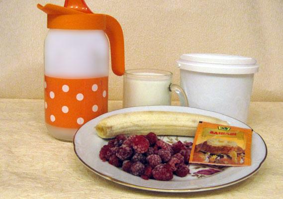 Первый рецепт молочного коктейля с мороженым, сливками, бананом.